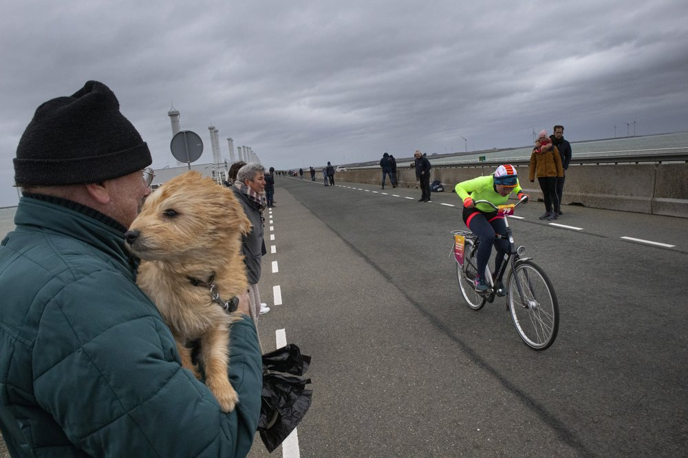 Riders in the storm: Dutch cyclists brave Storm Ciara