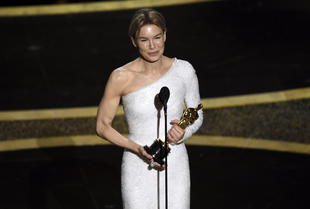 Zellweger completes comeback with best-actress Oscar win