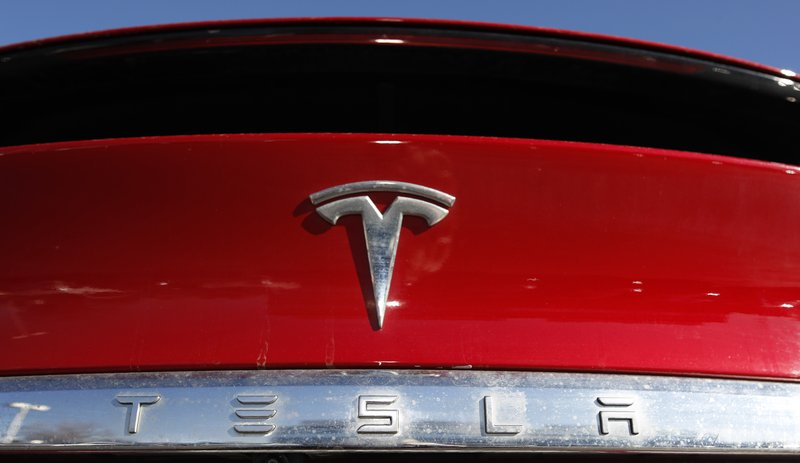 Tesla offers $2B in added shares, discloses SEC subpoena