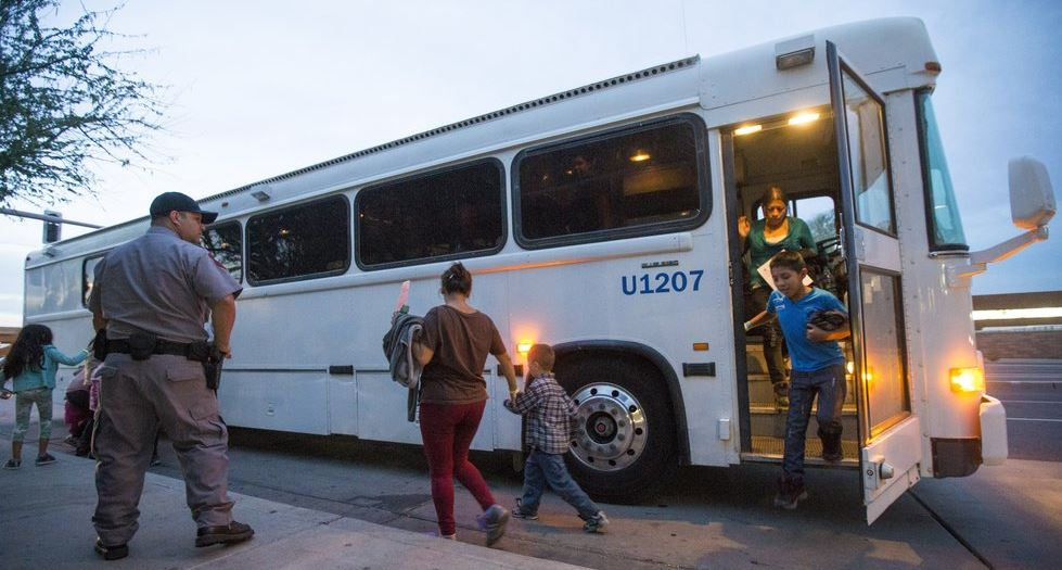 Agency memo contradicts Greyhound on bus raids