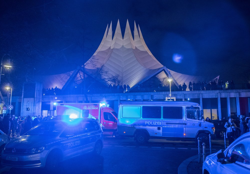 1 dead, 4 injured in shooting outside Berlin music venue