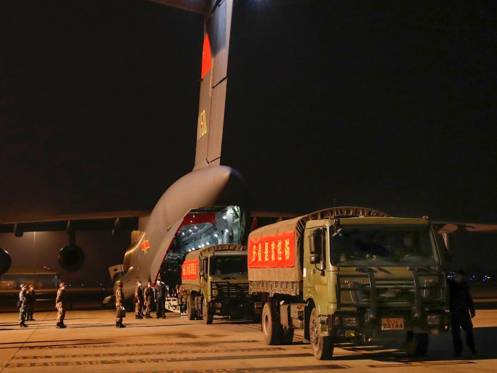 PLA medics, medical supplies arrive in Wuhan