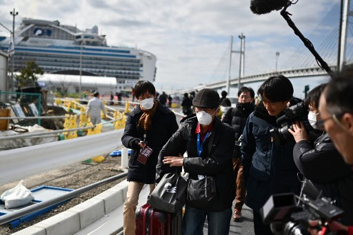 Passengers leave Japan cruise ship after 14-day quarantine