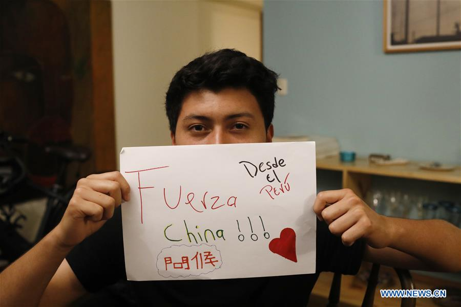 Peruvian boy shows message of support for Chinese people