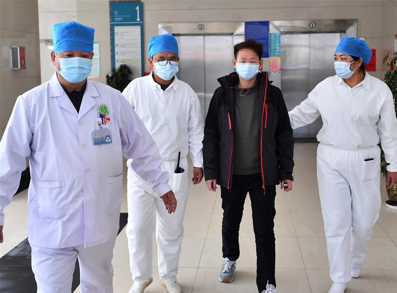 China sees more newly recovered coronavirus patients than new infections for 1st time