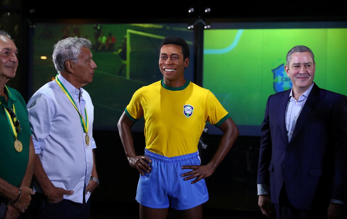 Brazil unveils Pele statue to mark 50th anniversary of 1970 triumph