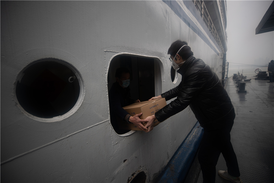 Cruise ship aiding Wuhan medical workers arrives at port