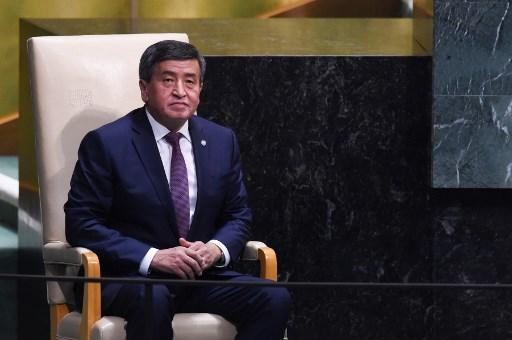 Kyrgyz new gov't members take oath in parliament