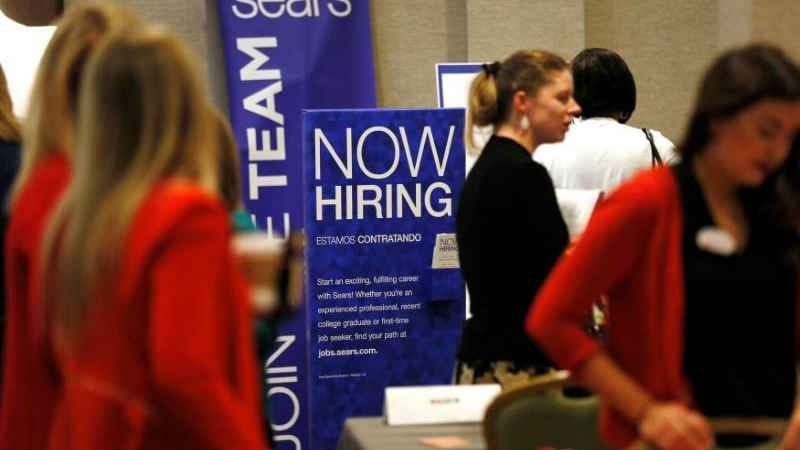 US jobless claims rise to 210,000 last week