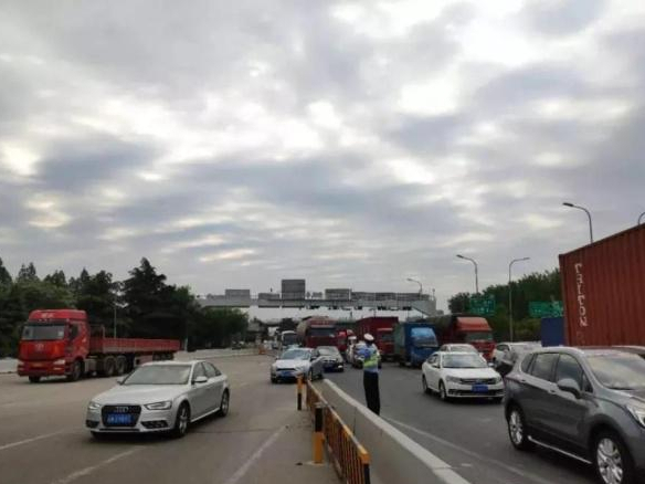 6 killed in freeway accident in Shanghai