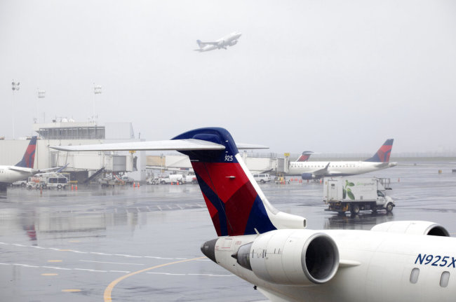 Multiple airlines expected to resume China flights in late April