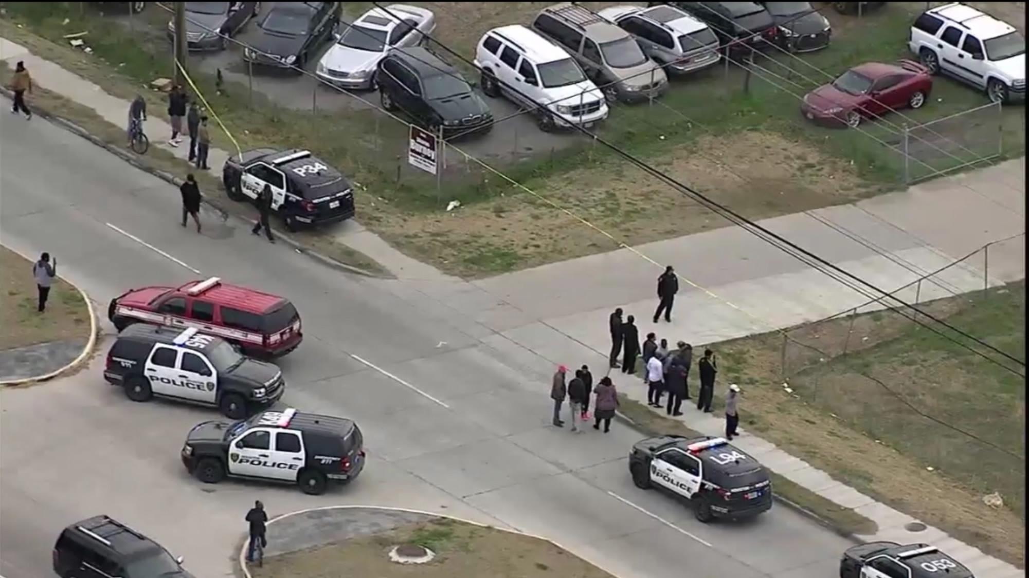 7 people injured in flea market shooting in Houston, US state of Texa