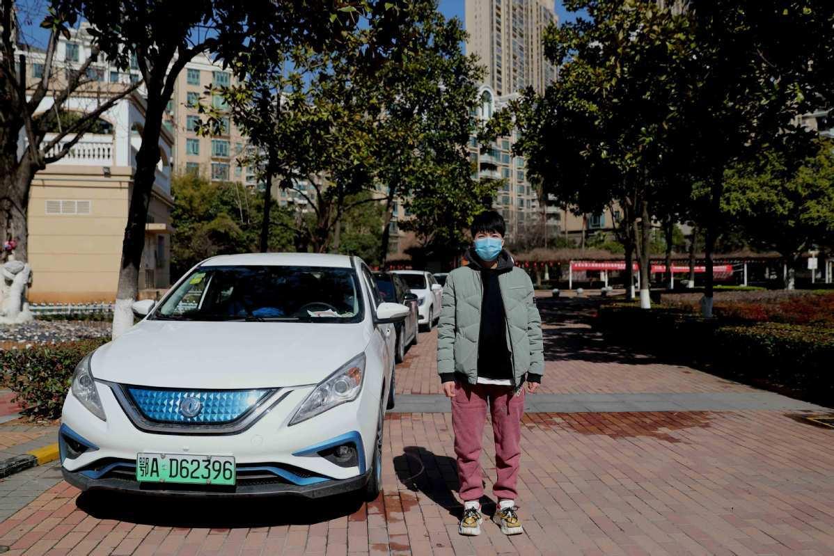 Volunteer drivers rally to offer help in Wuhan