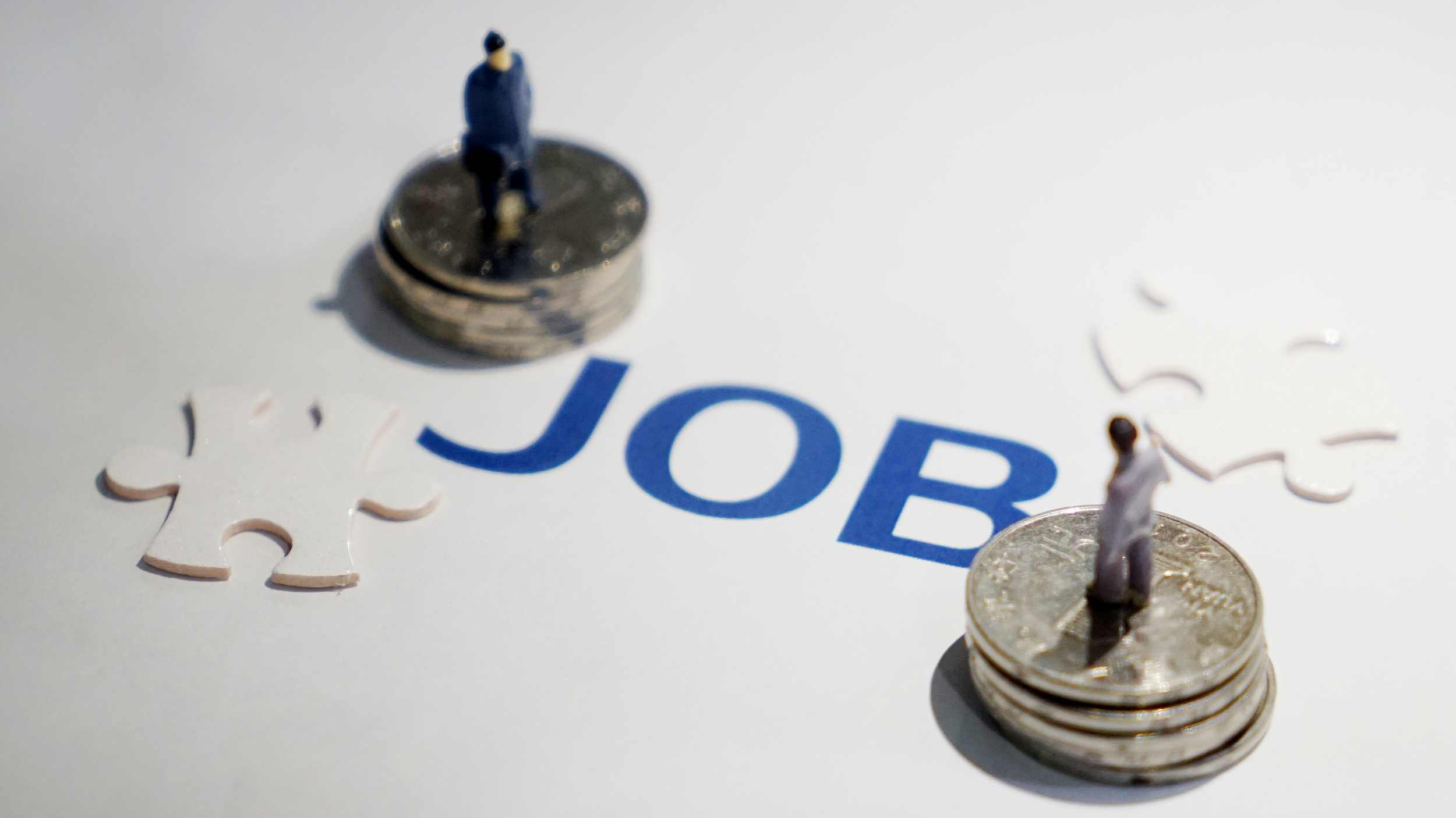China stabilizes employment through various channels