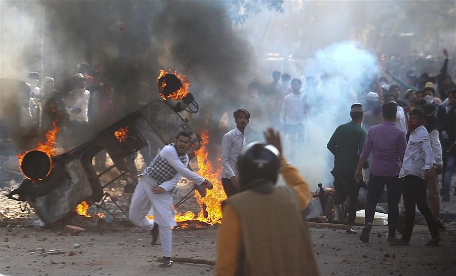 Policeman killed in violent clashes over controversial citizenship law in Indian capital