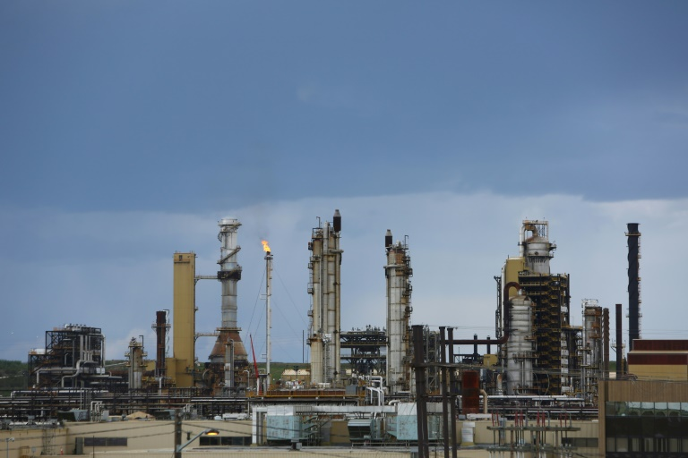 Canada's Teck withdraws controversial oil sands project