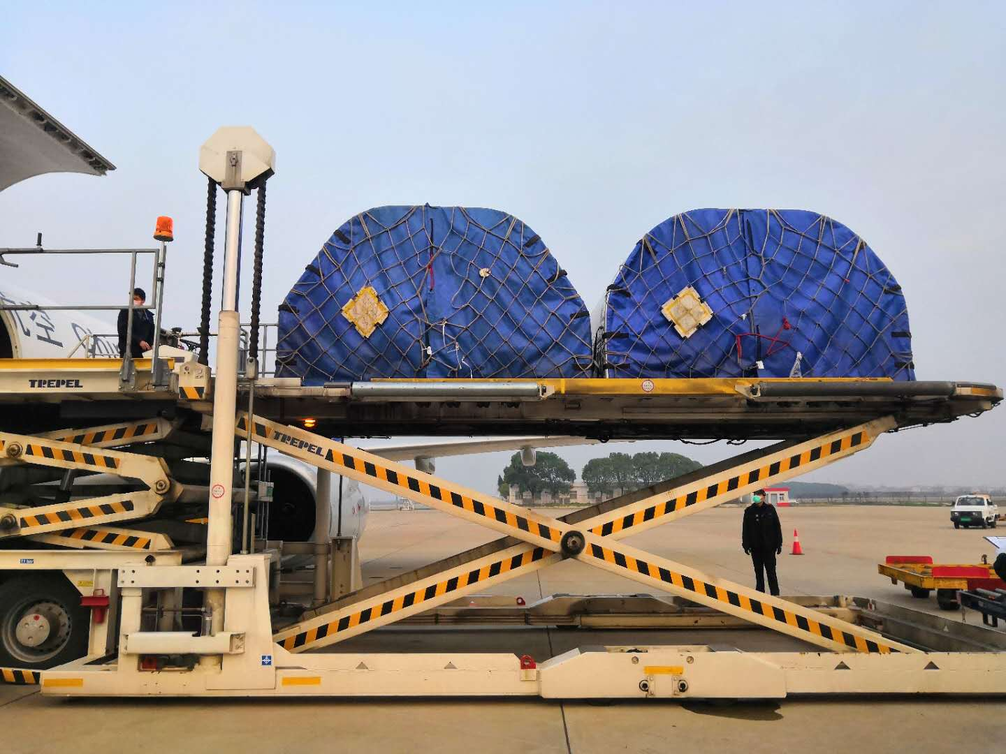 Four ECMO equipment delivered to Wuhan