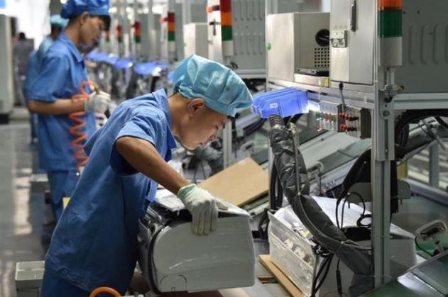 factory workers (xinhua).jpg