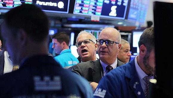 US stocks plunge amid risk-averse sentiment