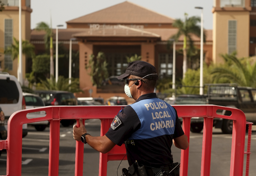 1,000 tourists locked in Canary Islands hotel amid COVID-19 scare
