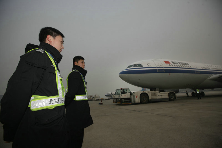 Charter flight brings migrant workers from southern Xinjiang back to work