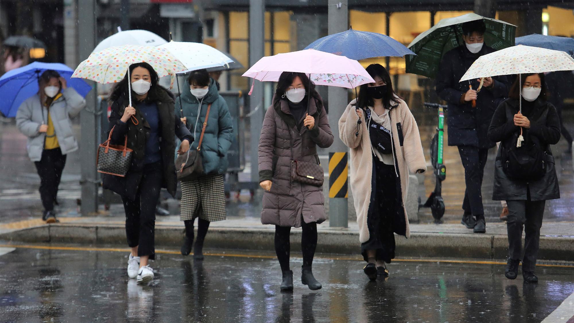 Chinese embassy in ROK donates masks to coronavirus affected areas