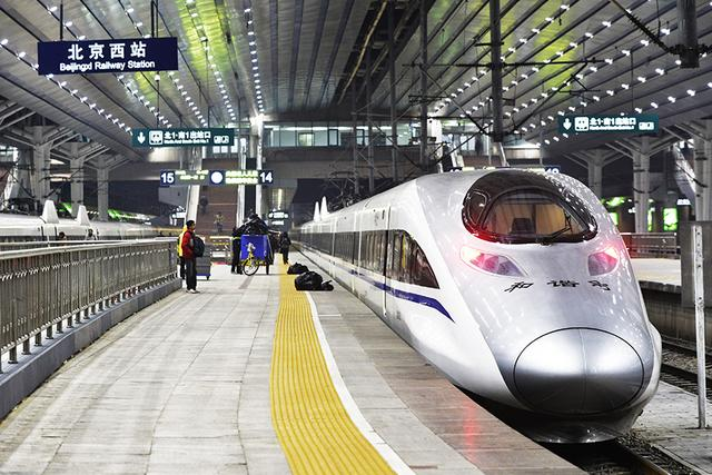 China's railways see passenger trips rising amid work resumption