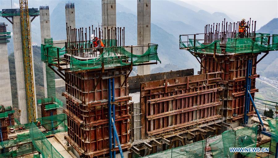 Construction of highway bridge in Guizhou resumes