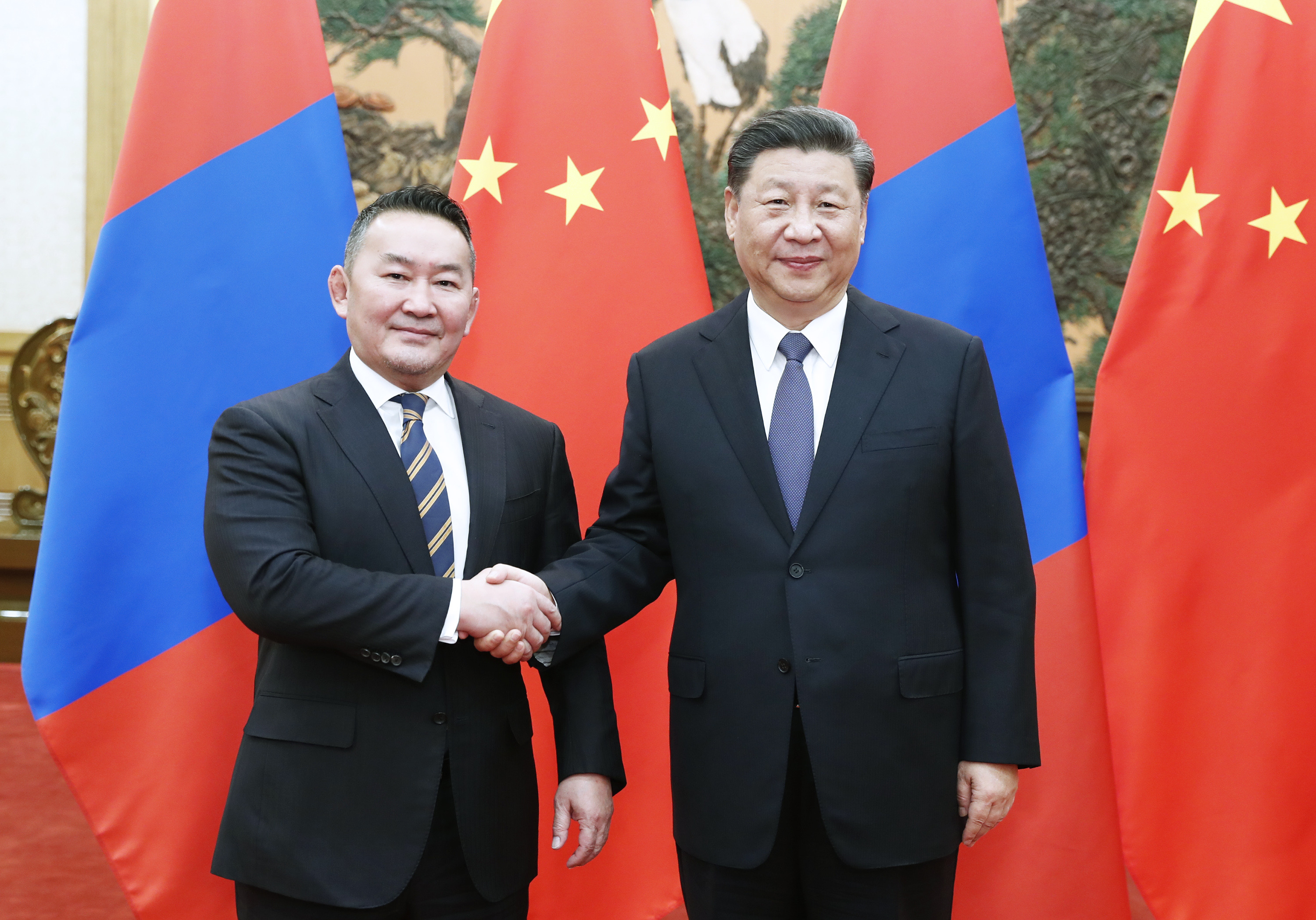 Xi says China, Mongolia help each other in face of difficulties