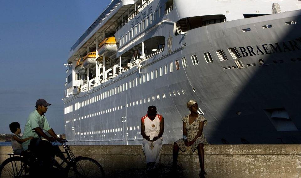 cruise ship (ap).jpg