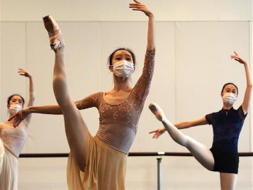 Ballet dancers demonstrate movements during online course in Shanghai
