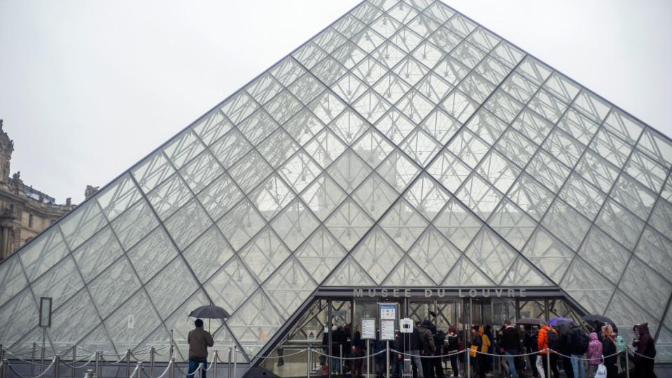 Louvre Museum remains closed amid COVID-19 concerns