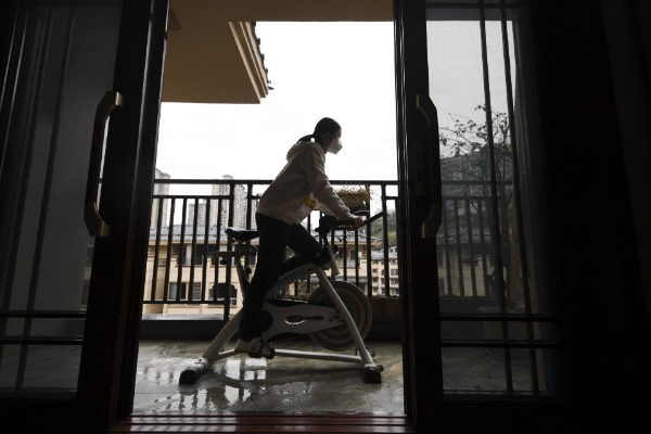 Stay-at-home fitness booms among Chinese amid epidemic