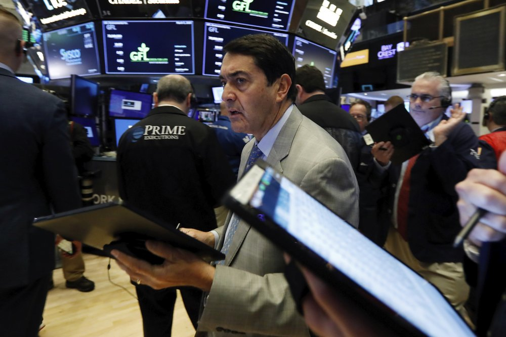 Dow closes down over 780 points despite Fed's interest-rate cut