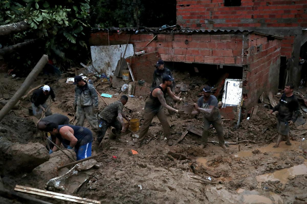Heavy rains leave 16 dead, 33 missing in SE Brazil
