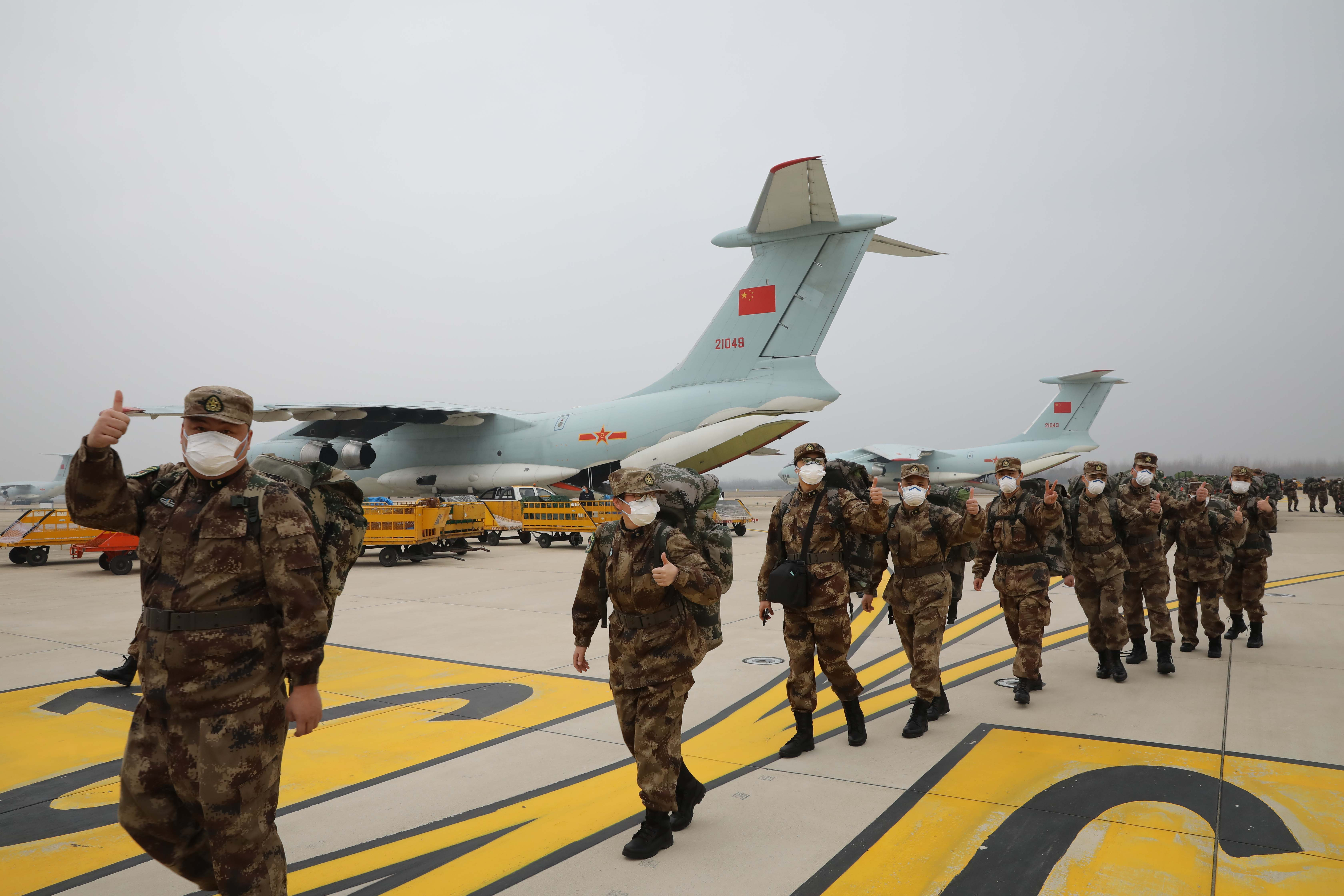 Military medical workers awarded for fighting COVID-19 in Wuhan