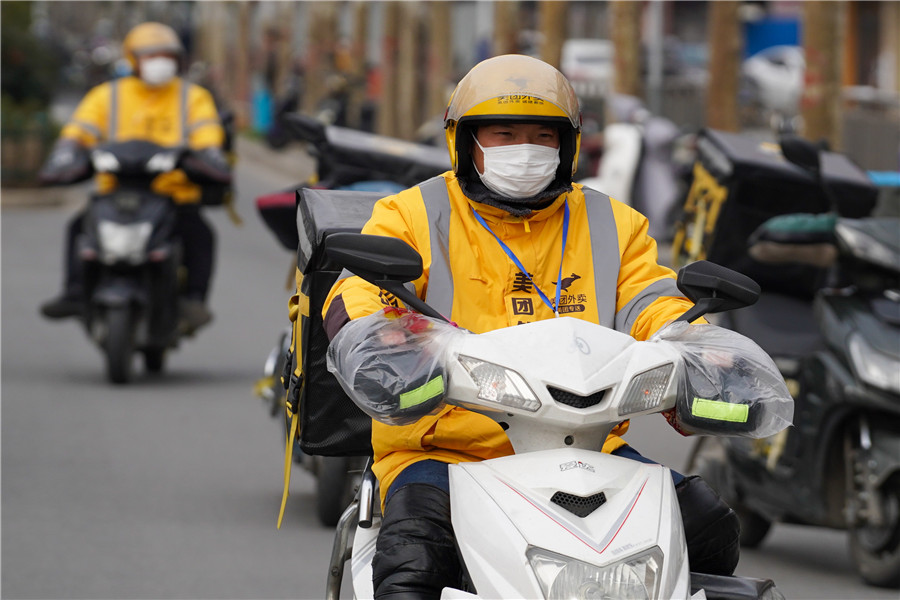 Delivery men fight epidemic by keeping residents at home