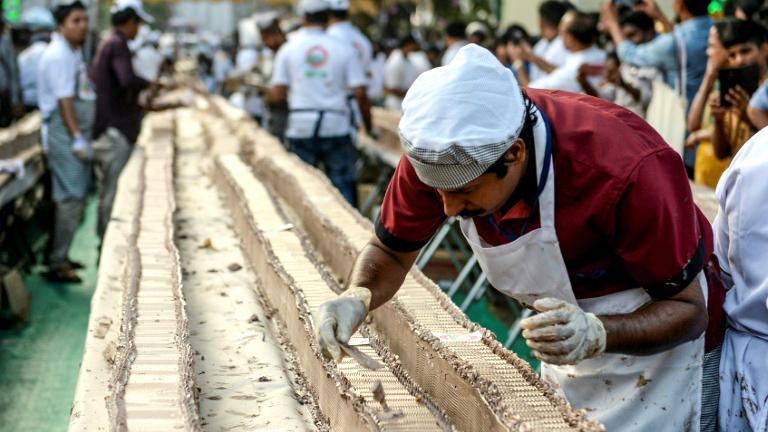 Sweet! Indian bakers make world's 'longest' cake