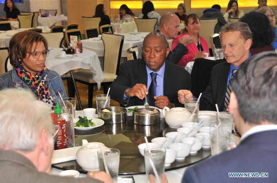 Houston mayor lunches dim sum, showing support for Asian communities amid COVID-19 concerns