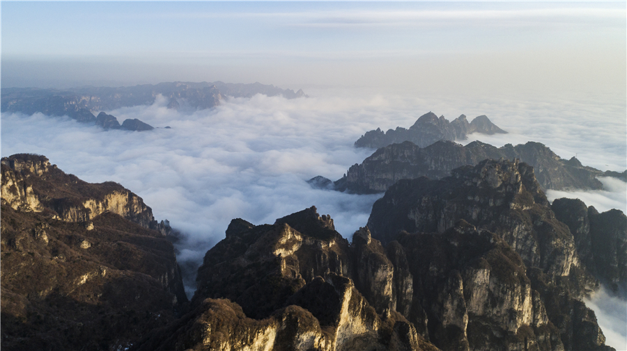 Clouds create heavenly view of Wangmang Mountain