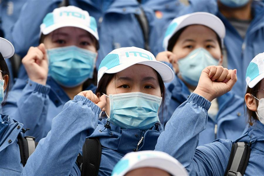 Xi extends solicitude to females fighting epidemic on Int'l Women's Day