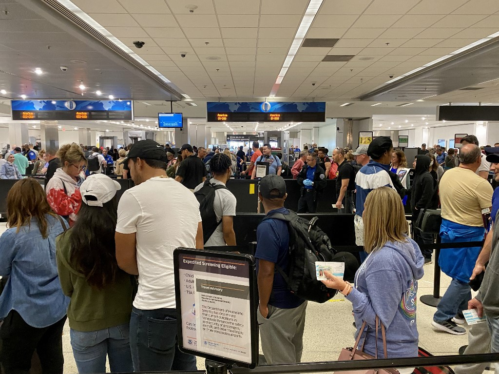 US airlines to trim capacity as virus hits demand
