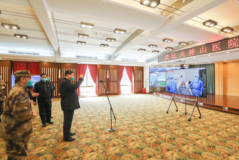 Xi visits patients, medics at Huoshenshan Hospital in Wuhan