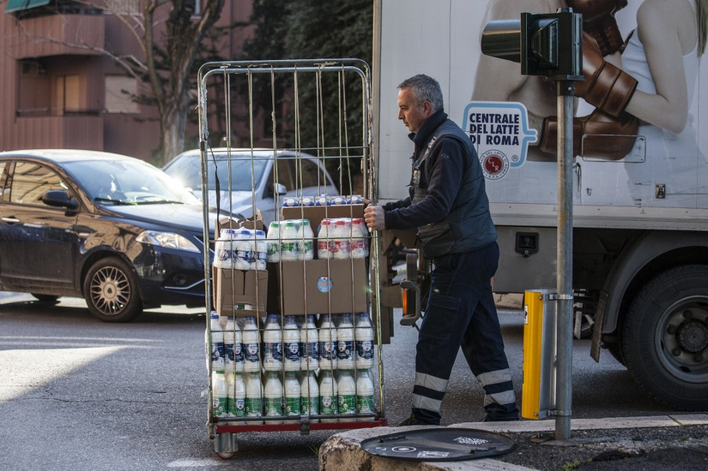 Italy readies new economic crisis plan aimed at families