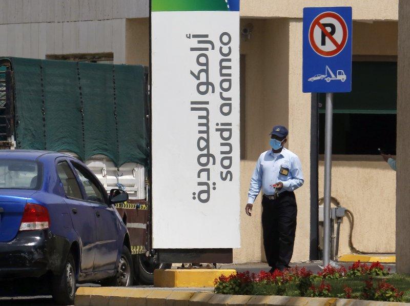 Saudi Arabia increases oil output to record high