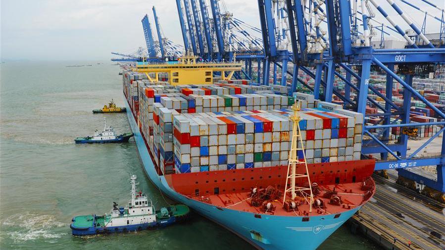 China slashes port service fees to bolster logistics chain