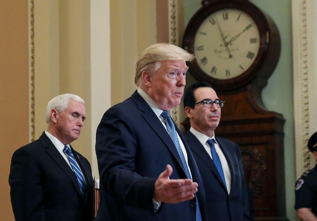 Trump seeks economic action, downplays virus risk