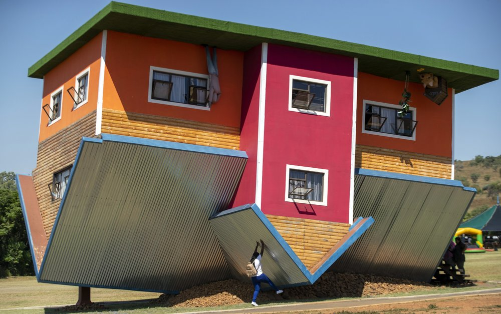 South Africa's 'upside down' house attracts tourists