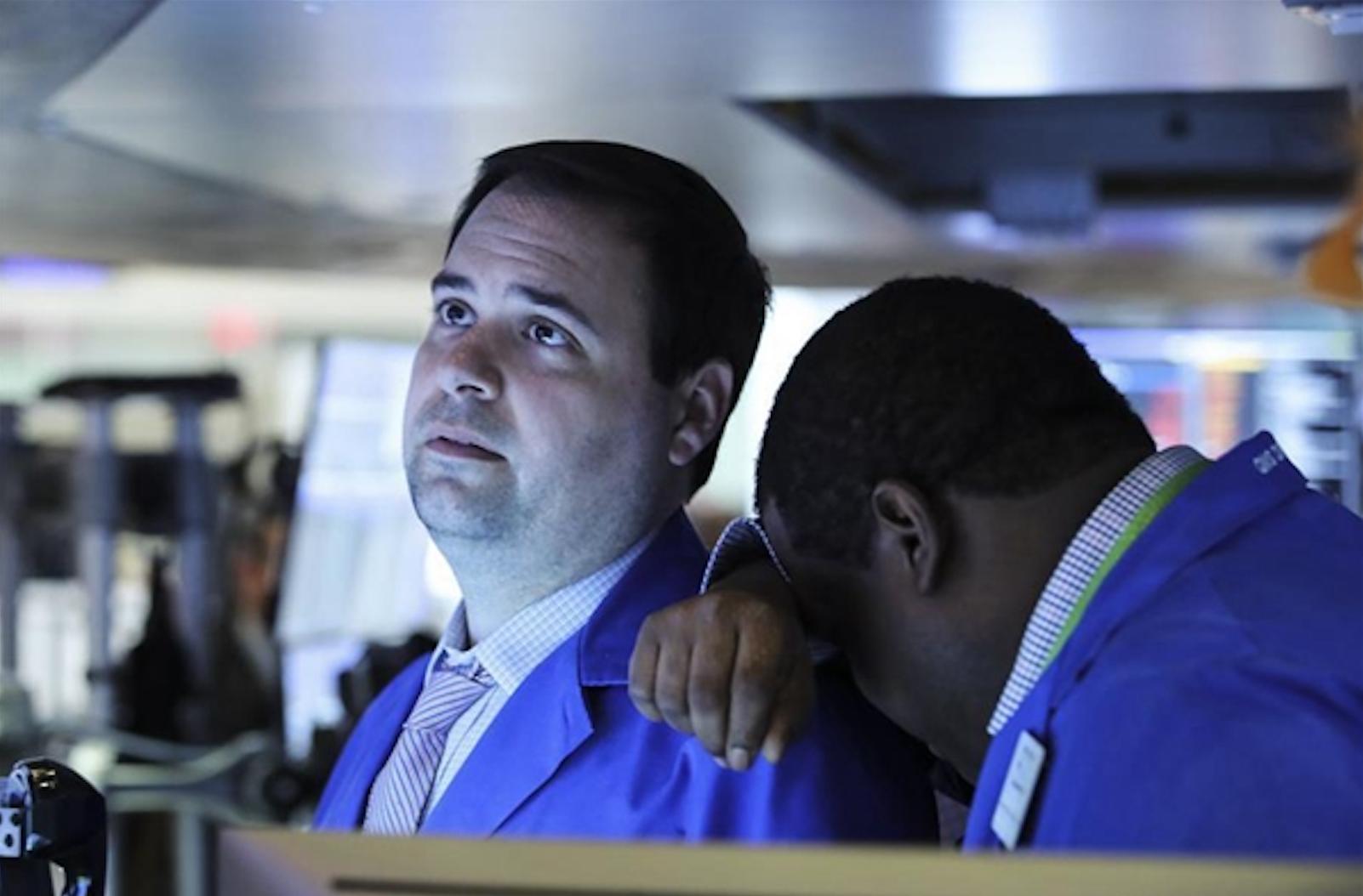 US stocks tumble, resuming selloff on virus fears