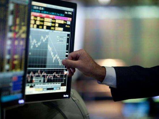 European stock markets plunge over 5% at start